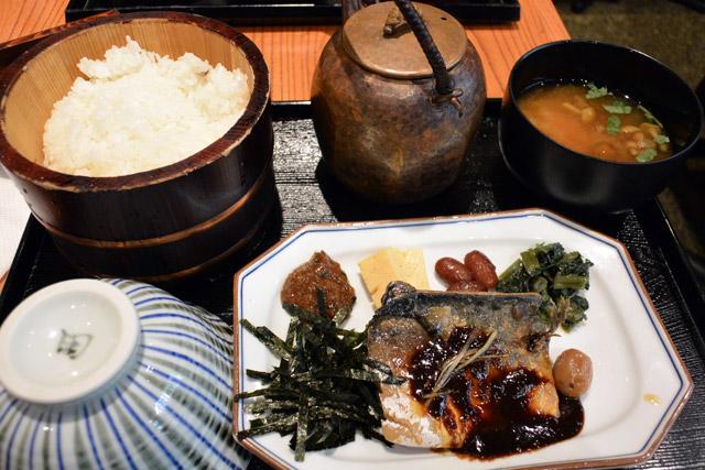 膳 田んぼ おひつ 西新宿ヘルシーランチ!おひつ膳田んぼの焼き魚とお米がほっこり美味しい。